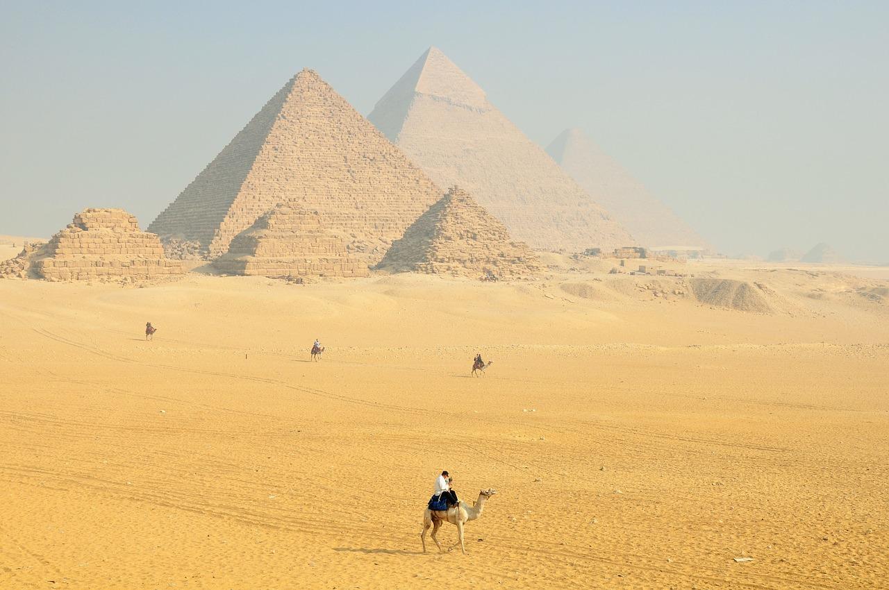 WAKACJE SINGLA: JAK ZORGANIZOWAĆ WCZASY W EGIPCIE?